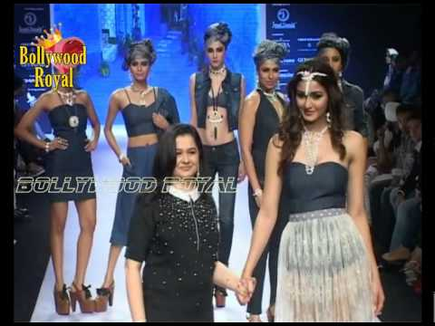 Xxx Mp4 Aditi Arya Amp Kamya Punjabi Walks The Ramp For Tassels By Diamond Tree At IIJW 2015 Day 2 Part 1 3gp Sex