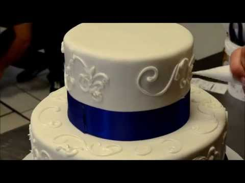 How to Decorated a Simple Wedding Cake