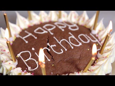 How to Decorate a Birthday Cake - Betty Crocker™
