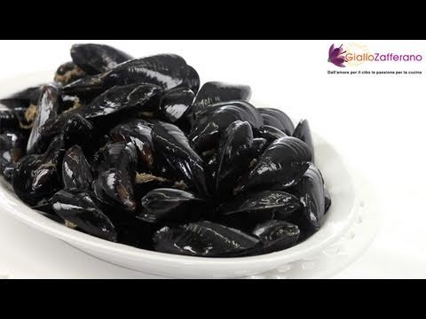 How to clean mussels - cooking tutorial