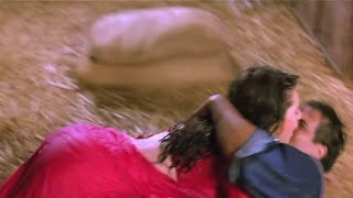 Karishma Kapoor Hot Big Bum & Wet Assets Exposed