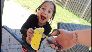 Download CUTTING OPEN CALI'S GIANT SQUISHY | FamousTubeKIDS Video