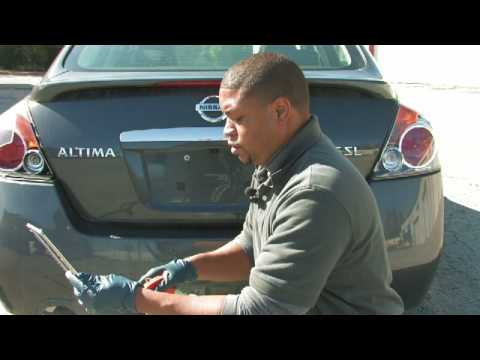 Car Cleaning Tips : How to Clean a Car License Plate