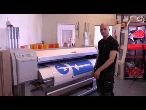Making Signs with TrafficJet™: Flatbed Plotter Cutting Sign Faces