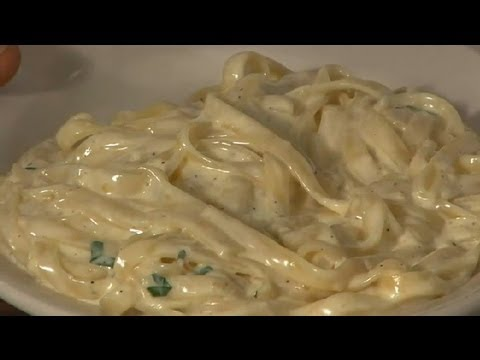 Traditional Fettuccine Alfredo : Cooking Italian Style