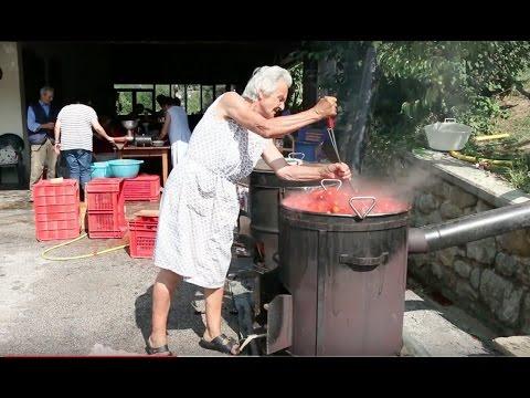 How to make tomato passata | Pasta Grannies