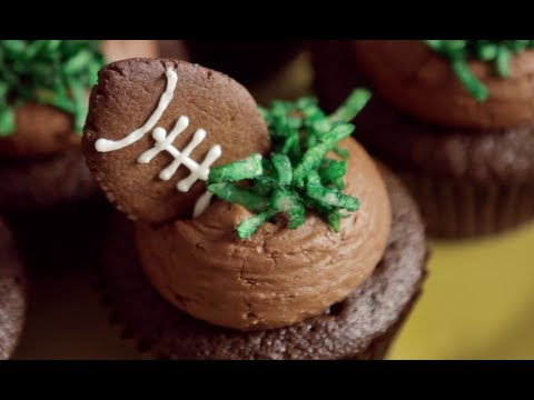 How to Make Football Cupcakes - Mini Baker Episode 4