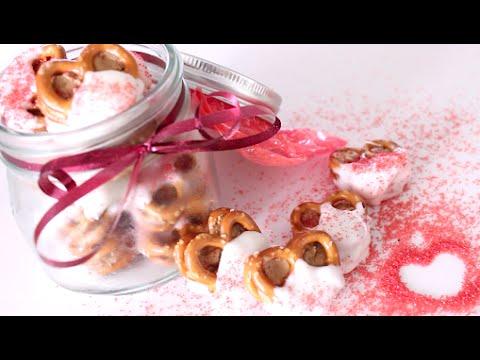 Cookie Butter Stuffed Pretzels