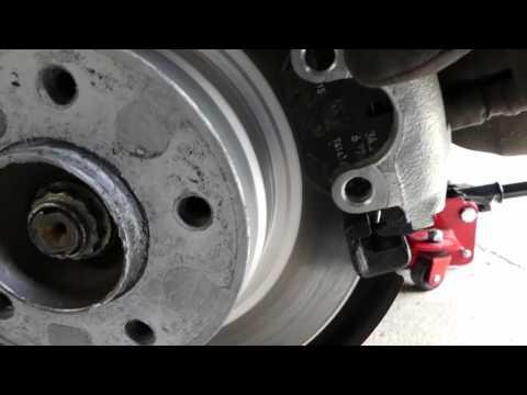 BMW E36: Troubleshooting stuck rear brake caliper