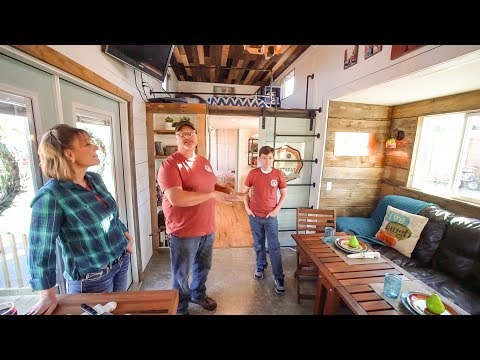 Family Builds Amazing DIY 5th Wheel Tiny House With Expanding Slides!