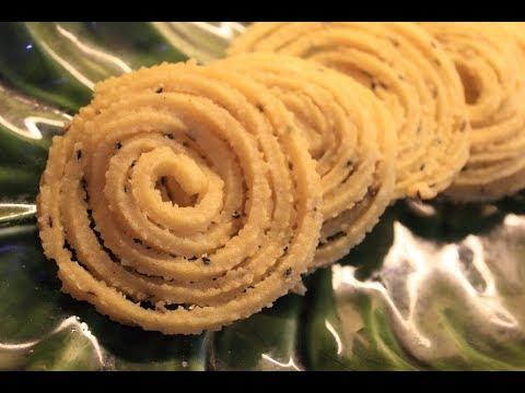 Moong Dal Chakli / Paasi Paruppu Murukku - Crispy Snack!!