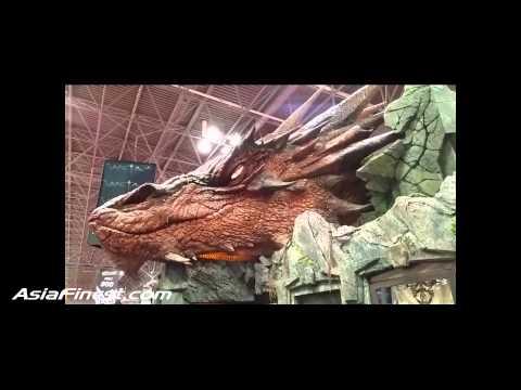 Smaug The Hobbit Dragon at New York Comic Con 2014