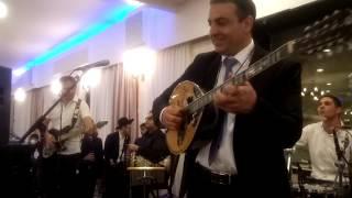 הזמר הגדול אבי צליח חפלה בחתונה מחרוזת מדהים תשע