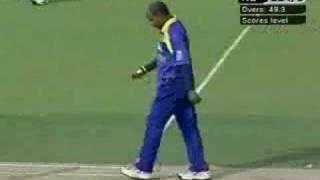 Sri Lanka v New Zealand, 2nd ODI, Last Over
