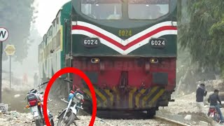 Pakistan Railways | Fastest AGE-30 6024 Hit a Bike Lead Faisalabad Express | Fastest Trains video