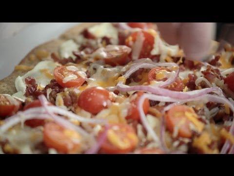 Spicy Jalapeno & Bacon Flatbread Recipe | PHILADELPHIA Cream Cheese