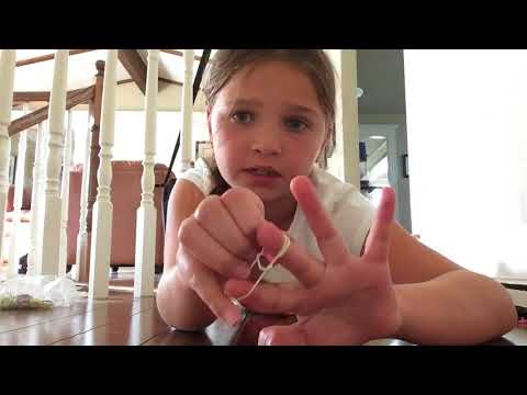 How to make a loom band bracelet on your fingers