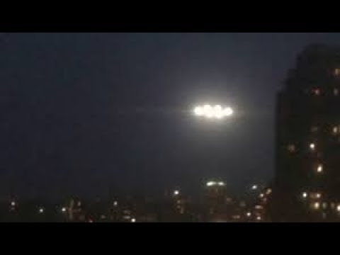 UFO lights spotted over VANCOUVER - CANADA !!! March 2018