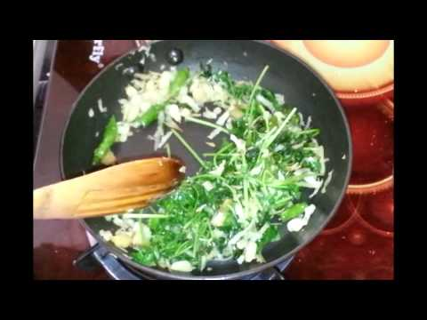 Chicken in green masala gravy