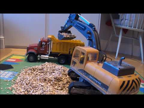 RC Excavator Using Electric Linear Servos For Movement