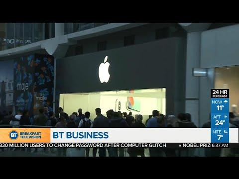 Warren Buffett is buying a lot of Apple shares