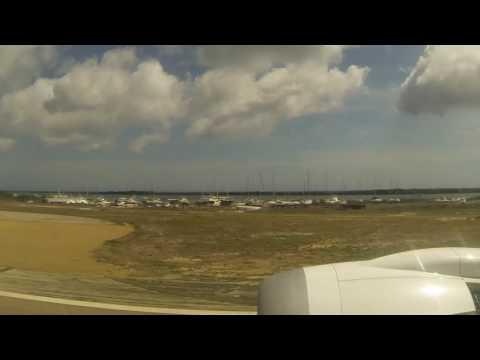 Thomson Dreamliner Landing In Aruba