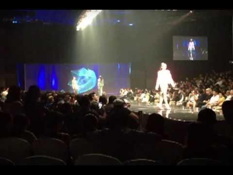 Philippine Fashion Week 2013: HOLOGRAPHIC STAGE