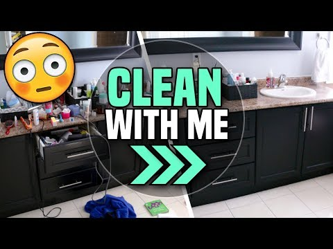 CLEAN WITH ME 2018: Speed Clean my Bathroom!
