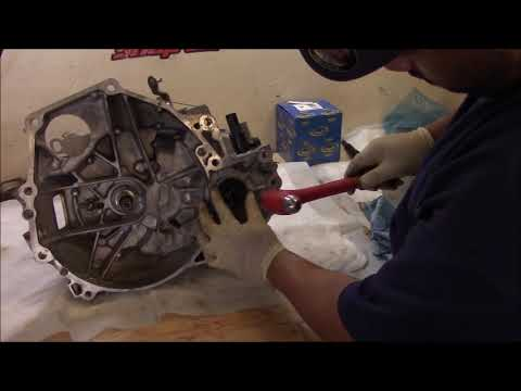 Clutch Replacement pt.2 (2005 Honda Civic)