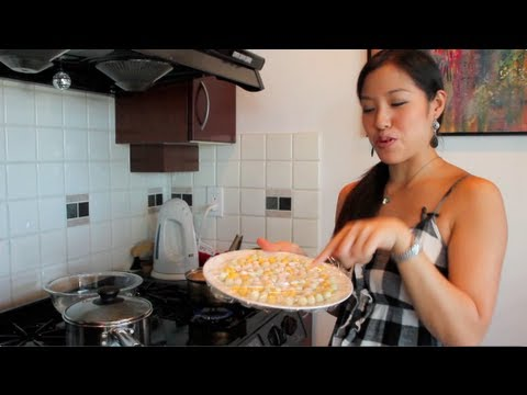 Rice Balls in Coconut Milk Dessert Recipe (Bua Loy) บัวลอย - Hot Thai Kitchen!