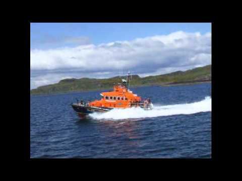 Oban Lifeboat escorts PS Waverley