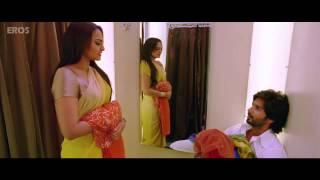 Sonakshi Sinha caught undressing   Rajkumar