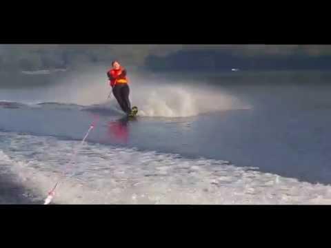 Maz making water skiing rainbows