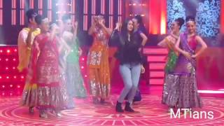 Mrunal thakur with Ankit Bathla Dance at Bolly Starvaganza (antv keren)