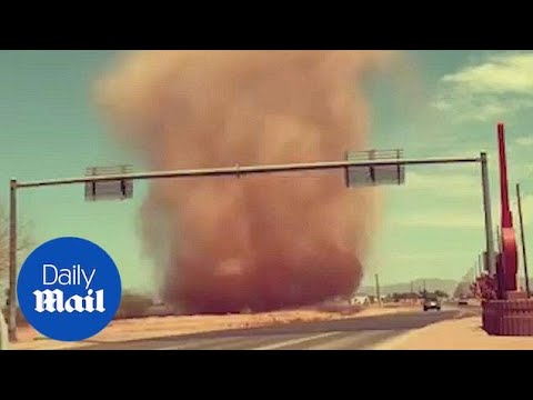 Driver faces huge dust devil on Arizona Freeway - Daily Mail