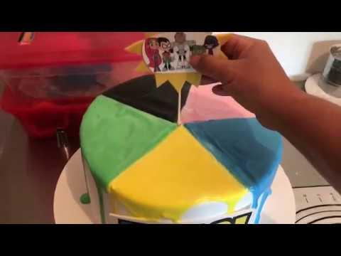 Como acer un pastel con diferentes colores encima