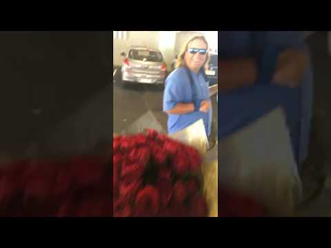 Homeless man buys roses to hand out for free on Valentine's Day