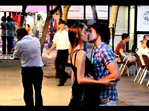 How to Kiss in Fench Properly
