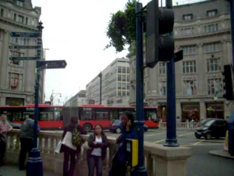 OXFORD CIRCUS STATION WITH REGENT STREET TIDE´S TRAVEL