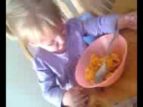 She Hates Reheated Mac & Cheese