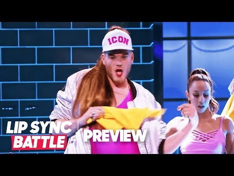 """Scott Hoying of Pentatonix is Moving """"Side to Side"""" 