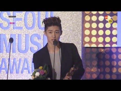 [ENG] 160114 iKON's B.I accepting BIGBANG'S Main Award @ Seoul Music Awards