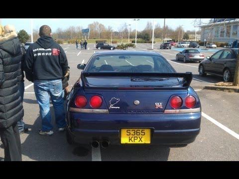 Open a Nissan Skyline GT-R R33 with coat-hanger