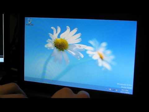 Windows 8 on the Worst Computer Ever (900MHz Celeron, 512MB RAM) EEE PC 900