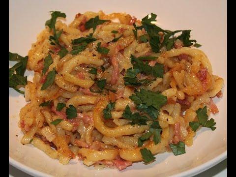 Spätzle in Schinken-Sahne-Sauce || Spaetzle noodles in bacon cream sauce || [ENG SUBS]
