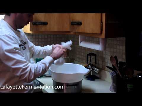 Making whey from milk kefir