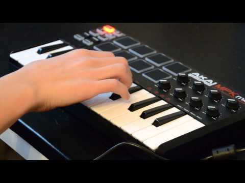 Akai MPK-mini and Ableton Live 60sec Dubstep beat