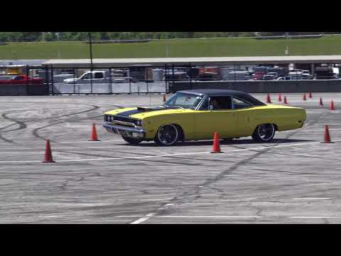 Hellcat And Roadrunner takes on Autocross course