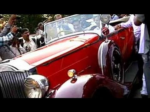 Vintage car club organises rally to raise money for drought in Maharashtra