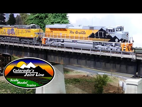 Running Model Trains - Model Railroad Layout Ops Session w/ BNSF and UP